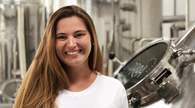 Débora Lehnen na Proa Cervejaria